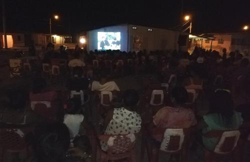 Así fue el 'cine al barrio' en Manaure Bajo